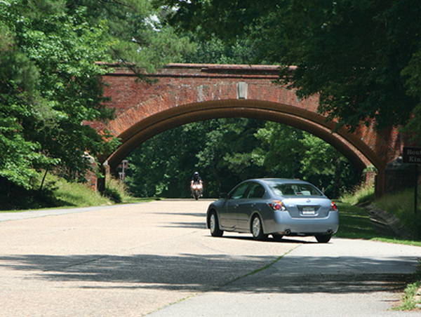 The Colonial Parkway is a scenic roadway that meanders from the banks of the York River at Yorktown, passing Williamsburg, and terminates at Jamestown Island.