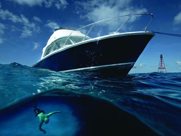With a deep-V hull design ran the entire length of the vessel's bottom, Bertrams cut effortlessly through six-foot seas ….